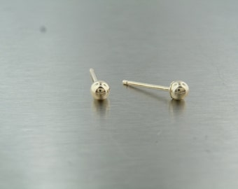 14 Karat Yellow Gold Stud Earrings (3mm)