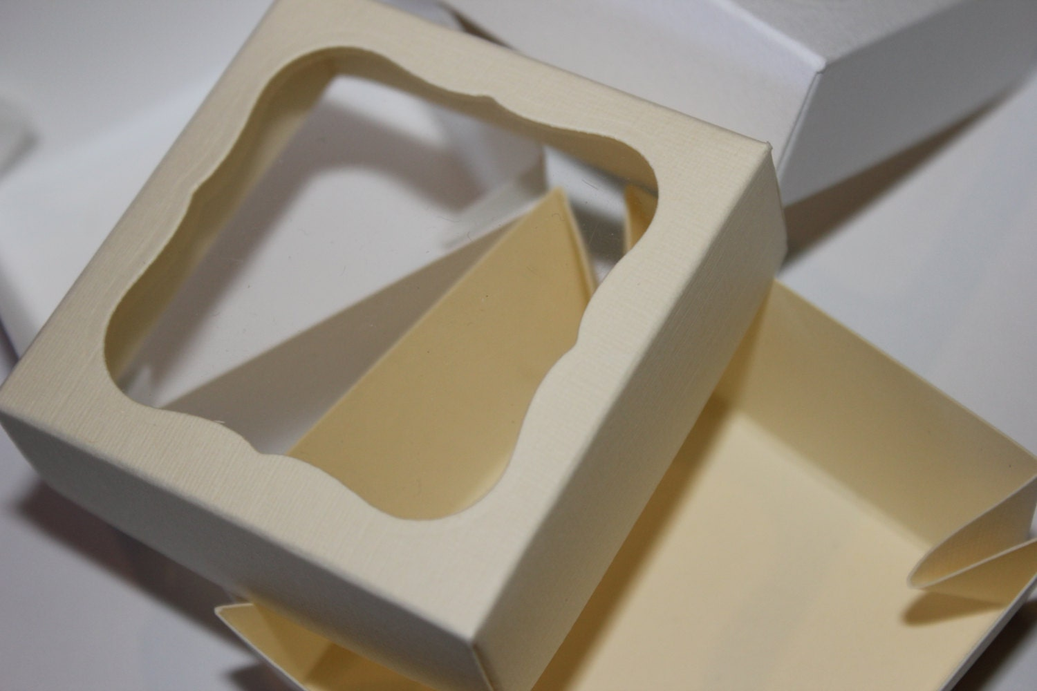 Wedding Favor Boxes Trinidad : Stylish wedding favour boxes with a clear window