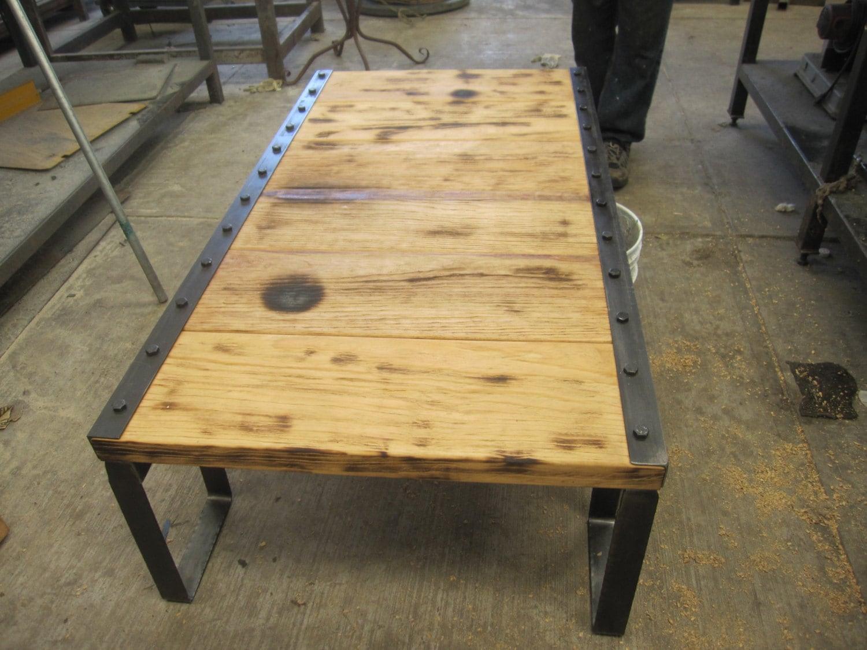 Mesa de centro vintage de madera reciclada y hierro medidas for Mesas vintage