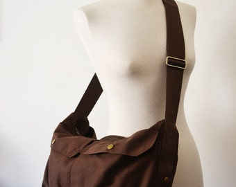 Unisex Messenger Bag in Chocolate Brown