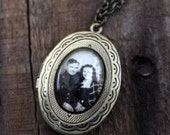 Customized Gold or Silver Locket, Moms Photo Necklace - Personalized Pendant with Your Photograph - Gift for Bridesmaids, Mothers Day