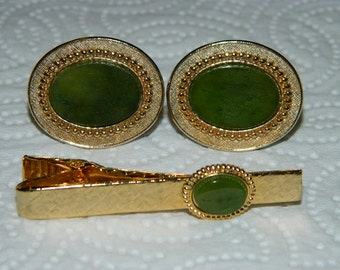 Vintage 1970's Jewelry Mens Cufflinks & Tie Clip, Jade Green, Stone, Good Luck Green, retro 70's fashion design style Formal Jewelry