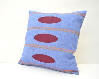 Blue cotton pillow cover with geometric design -Retro Stilo-
