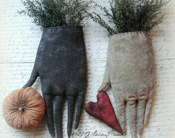 Edna Nettle's Gloves. A Primitive, Folk Art Pattern by Raven's Haven