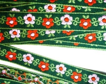 1 Yard or 1 Meter Bright Floral Jacquard Woven Ribbon Trim - Pink and Red Flowers on Kelly Green Background