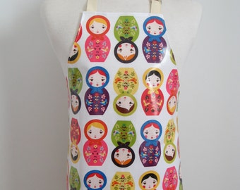 Girl apron AGE 4-8 with nesting dolls print, laminates craft apron, paint smock