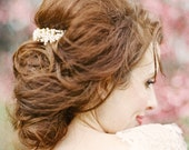 Emma: pearl cluster comb with gold or silver hardware