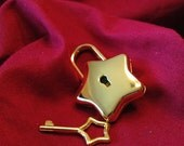 Large Star-shaped  Gold Colored Working Padlock
