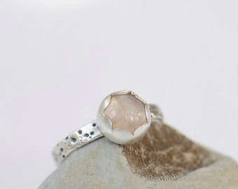 Rose quartz ring. Sterling silver ring with sea urchin texture and pale pink rose quartz. Size 7.