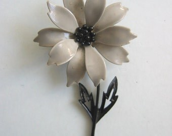 Vintage Flower Power Brooch, Pin from the 70's.  signed JJ for Jonette Jewels.  Grey and Black enamel.   Mid Century Modern.