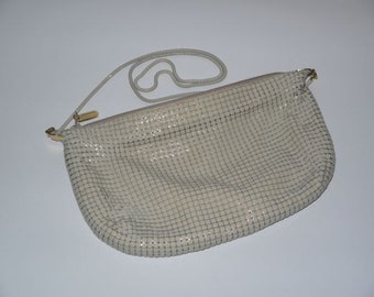 vintage 70s 80s metal mesh purse / 1970s cross body / 1980s shoulder bag / tan taupe beige / disco party / evening glam / American Hustle