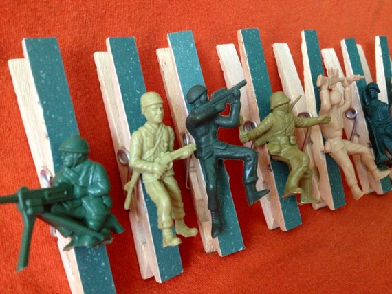 Army birthday party favors 8 clothespin clips for treat for Army decoration ideas
