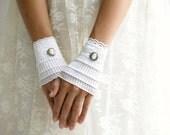 Short white gloves, lace cuffs, wedding gloves, White Ruffled cuffs