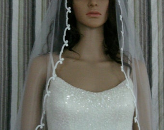one layer veil with beautiful lace edge in white