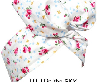 White cute and kitsch Floral Print - Pin up WIRE ROCKABILLY Headband Hair Wrap