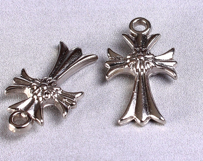 8 cross charm pendant silver acrylic 24mm x 14mm 8pcs (880) - Flat rate shipping