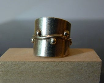SALE Vintage Silver Tall Ring with Granulation on the Band