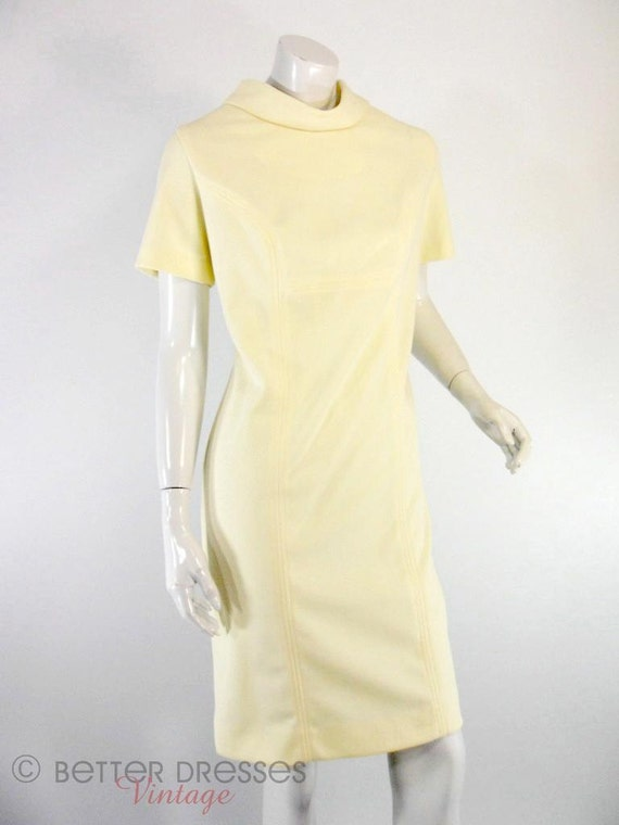 60s Cream Mod Shift Dress by Maryell Modes of Dallas - med, lg