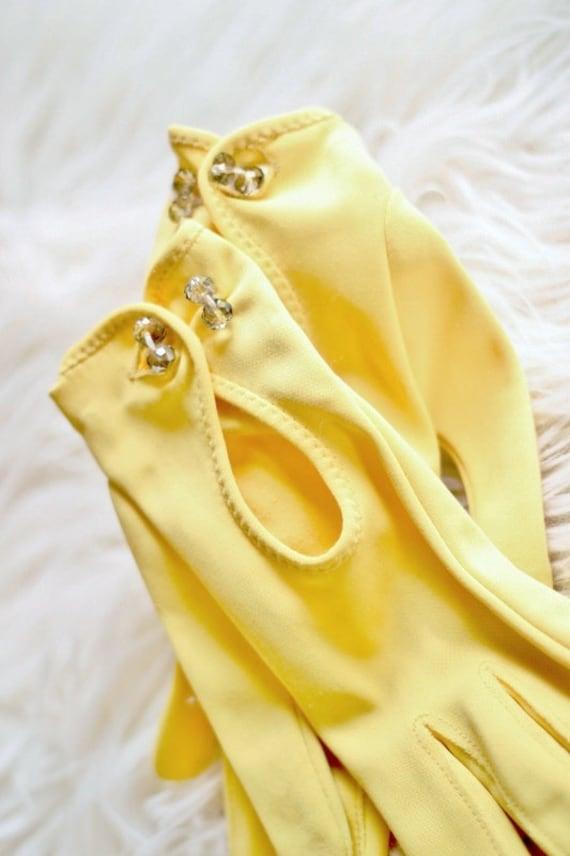 Vintage 1960s Yellow Driving Gloves - Rhinestone Button