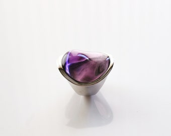 Modern silver ring with Purple Quartz Crystal (Dyed) in a sleek and stylish setting. Modern and high fashion ring. size 7
