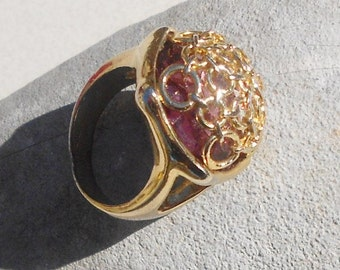 Vintage ring glass Amethyst stone domed ring size 7.5 gold metal circles