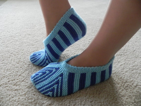 Knitting Pattern For Christmas Slippers : Hand Knitted Slippers Pattern Christmas gift