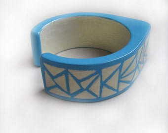 Blue wooden cuff drop shape - Triangles - natural eco friendly - Ready to ship