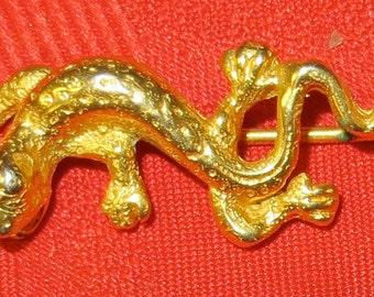 Beautiful 1970's MMA Gold Tone Lizard Stick Pin Metropolitan Museum Of Art - Free Shipping