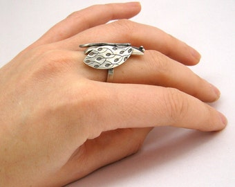 silver cicada ring, engraved, oxidised