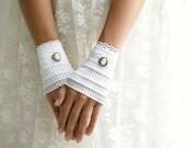 SALE! Ruffled white cuffs, lace mittens, white gloves, wedding gloves, Victorian gloves, finger less gloves, detachable cuffs, wrist cuffs