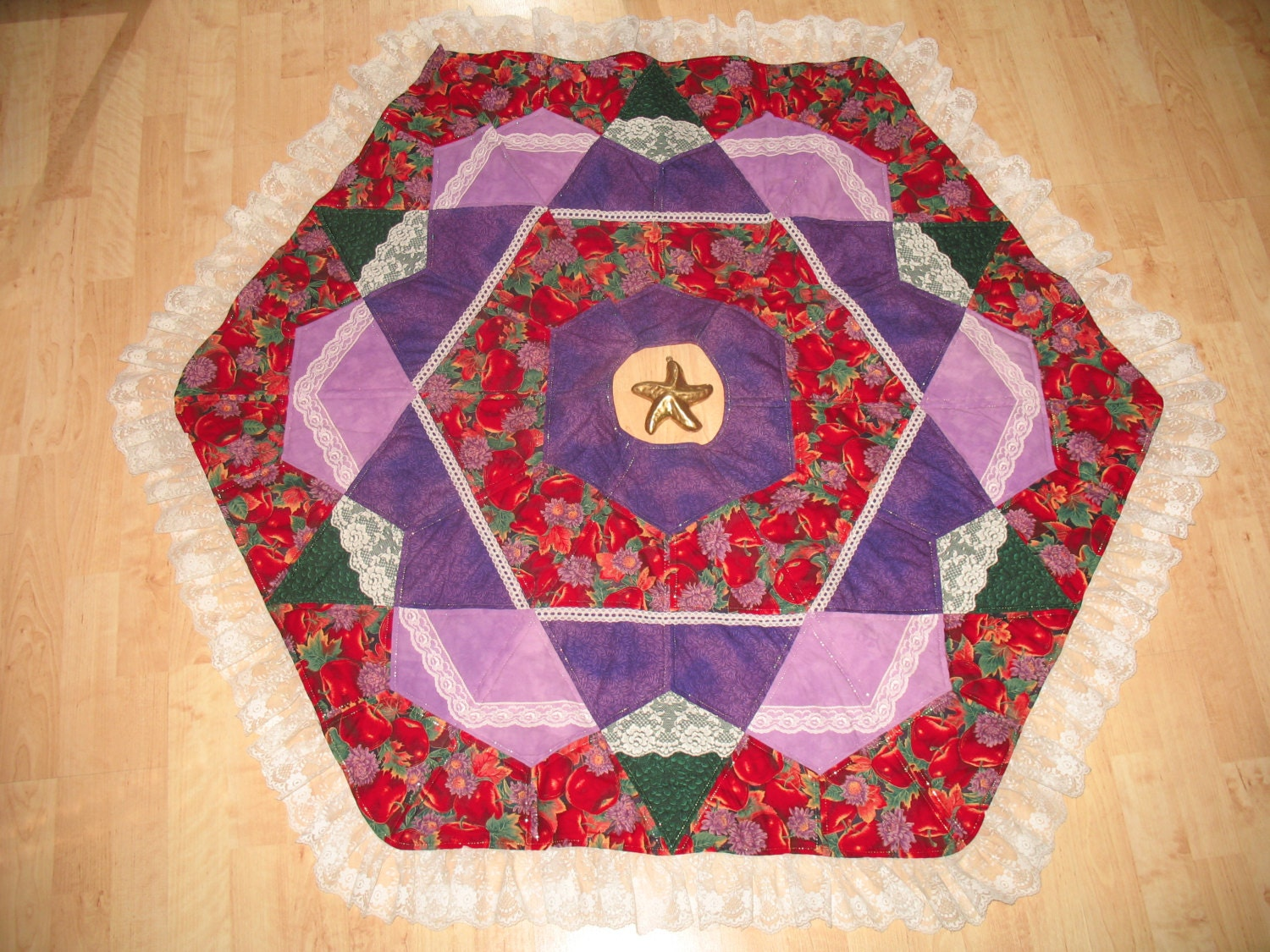 Quilted Christmas Tree Skirt Pinterest : Christmas Quilted Tree Skirt Quilt Apples & Lace by QuiltinWaYnE