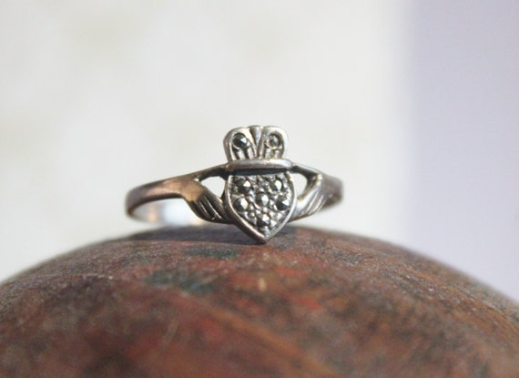 Hand Holding Irish Claddagh Marcasite Ring Love-Loyalty-Friendship Sterling Silver RIng Size 8 1/4    - TT Team