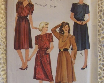 Simplicity Pattern no. 6619  size 16 18 20  For Ladies Dress  1984  UNCUT  pattern