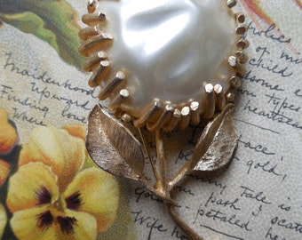 Sarah Coventry Baroque Pearl Large Flower Brooch
