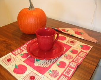 Place Mats set of two and napkins Red apples vintage