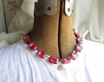 "Dark pink statement necklace, Bottega Veneta, Anna Wintour, collet, rose pink necklace, pink necklace.""Collier Rose Lumineux"""
