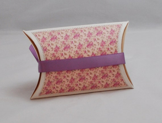 Pillow Box Gift Card Holder with Love You Heart - Shabby Chic from PartyDecorandMoore on Etsy Studio