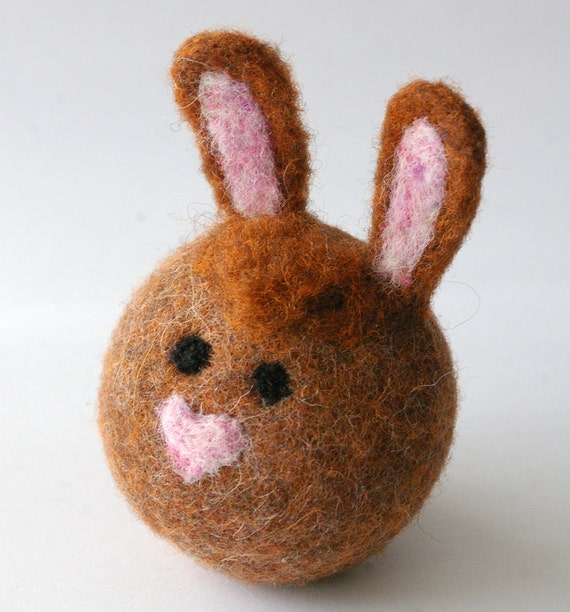 CRUSH :: Loving the Easter Bunny (Digital Tutorial for Making Felted Wool Bunny Ball)