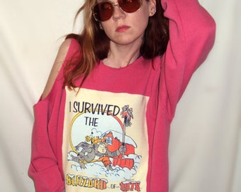 "70s VINTAGE , RECONSTRUCTED , Cold Shoulder "" I survived the blizzard of 1978 "" Sweatshirt . pink . applique"