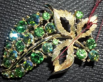 LOVELY Vintage Sparkly Green Rhinestone Floral Brooch Pin Signed Lisner