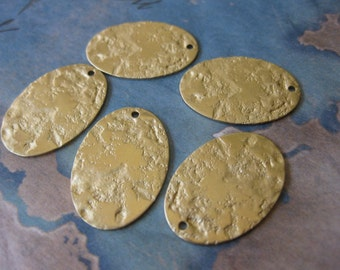 4 PC Textured brass oval tag / charm 16 x 24 mm - UU18