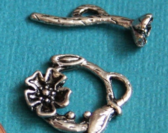 10 sets of Antiqued silver flower toggle clasps 20x17mm