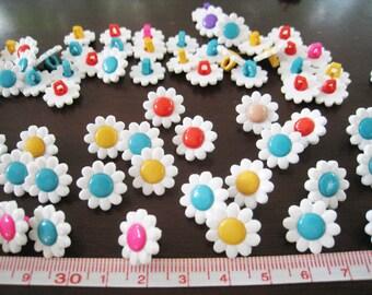 30 pcs of shank flower button  - White - 14mm