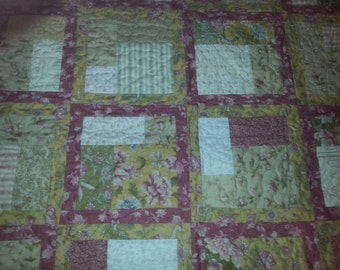 Wild Rose table topper quilt