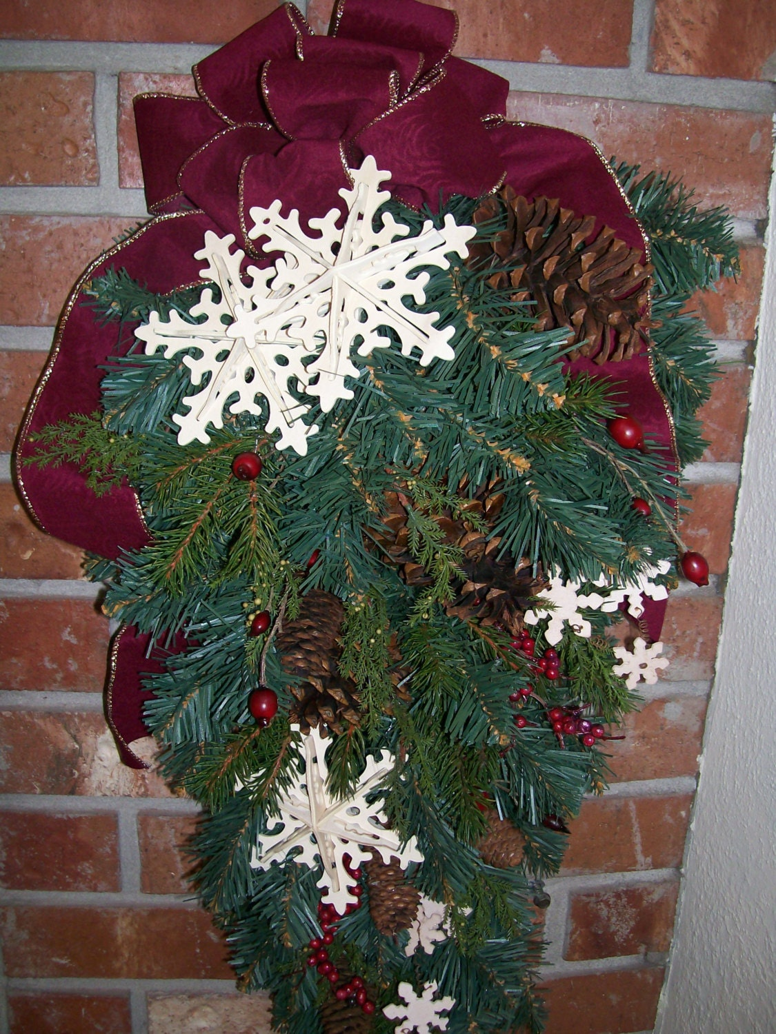 """32"""" Natural Wood Snowflake Pine Cone Red Berry Christmas Wreath Swag with Gold Bead Edged Burgundy Velvet Ribbon"""