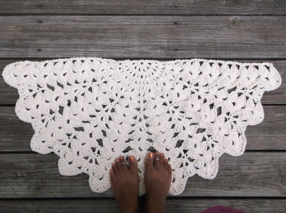 Free Crochet Pattern Circle Rug : Soft Ecru Cotton Crochet Rug in Half Circle 16 x