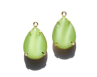 Vintage Green Moonglow Glass Teardrop Stones 1 Loop Brass Setting 18x13mm par004FF