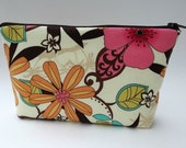 Daytripper Makeup Bag in Cream Floral Charm