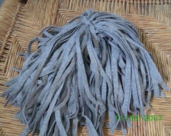 80 Mill Dyed Wool Rug Hooking Strips Lt. Gray