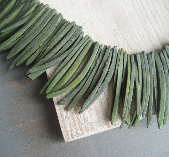 Coconut beads Tribal boho raw triangle green  stick Beads -  40  to 50   mm long  / 40 pcs - 3aph162